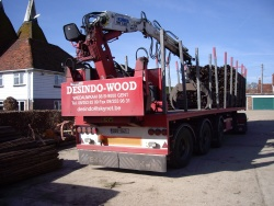 Desindo stake lorry with unloading crane (click to enlarge)